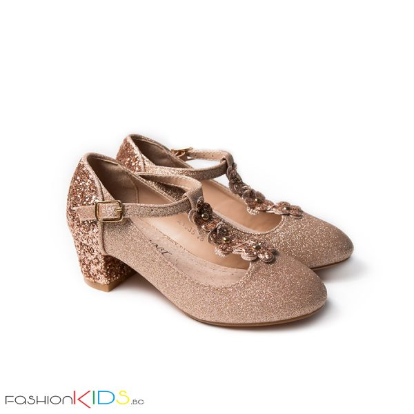 Детски официални обувки за момиче в златисто на ток с коригираща каишка, ефектна декорация с блестящ брокат по токчето и естествена стелка