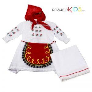 Бебешка народна носия за новородено момиче, подходяща за изписване.