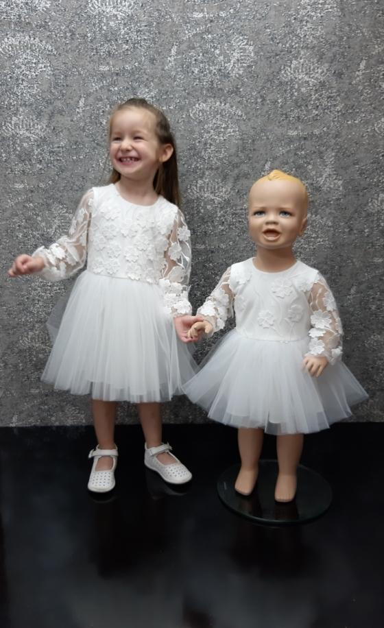 Детска официална рокля в бяло с тюл и ефектни 3D цветя