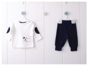 Бебешки трикотажен комплект за момче от две части в бяло и тъмносиньо