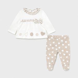Бебешки комплект MAYORAL за момиче от две части с ританки и блузка на нежни сърчица.