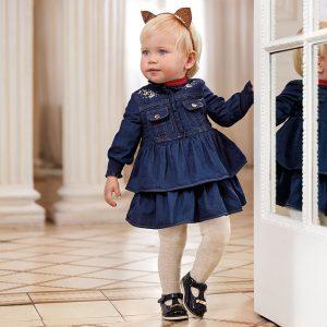 Бебешка дънкова рокля MAYORAL с дълъг ръкав и ефектни волани