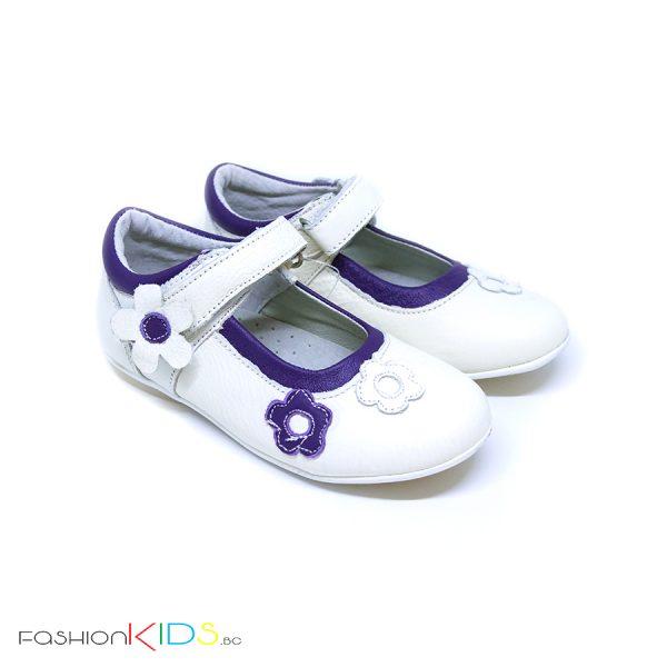Детски обувки от естествена кожа за момиче в бяло с контрастни лилави цветя