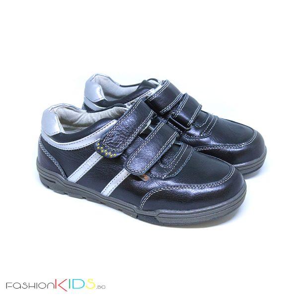 Детски спортно- елегантни обувки за момче в черно от естествена кожа с анотомично ходило и две коригиращи велкро лепки.
