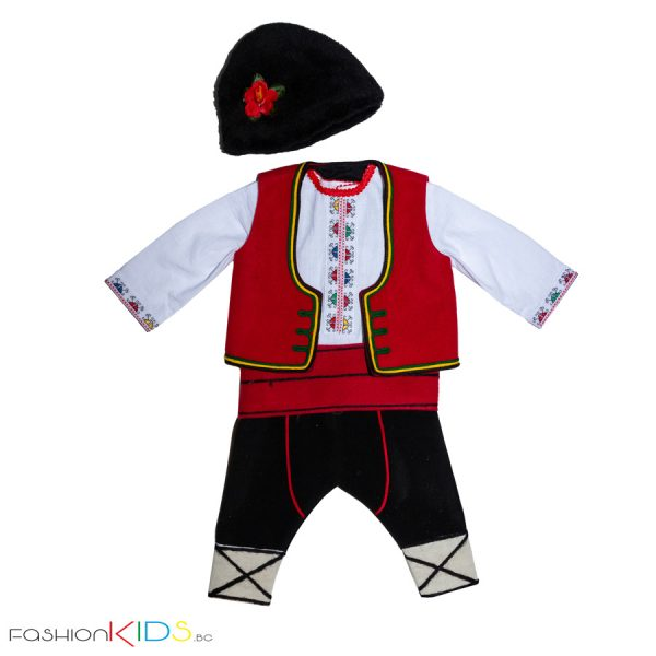 Добруджанска бебешка народна носия за новородено момче, подходяща за изписване.