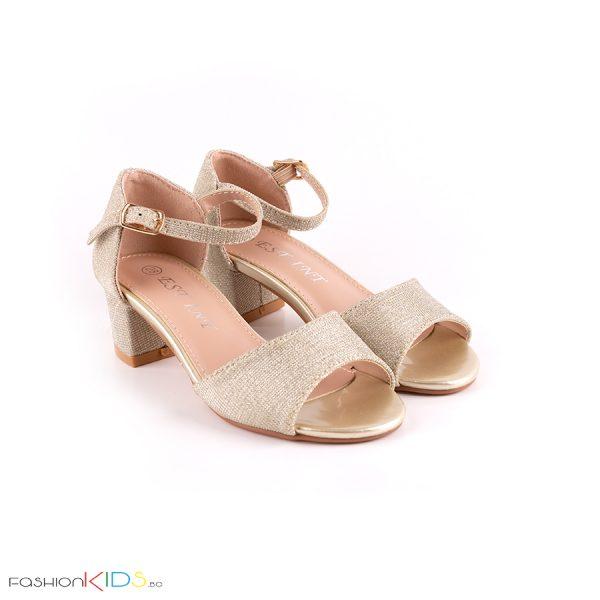 Детски официални отворени обувки за момиче в златисто на ток с ефектни цветя с камъни и блестящ брокатен ефект, коригираща каишка и естествена стелка.