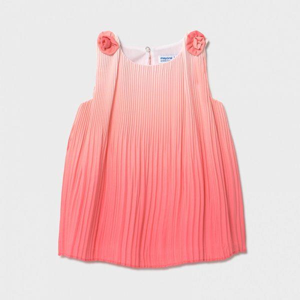 Бебешка плисирана рокля MAYORAL в корал с преливащ ефект и ефектна декорация