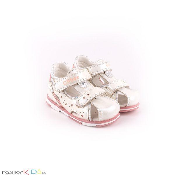 Бебешки сандали за момиче в бяло с анатомична подметка от естествена кожа със затворени пета и пръсти