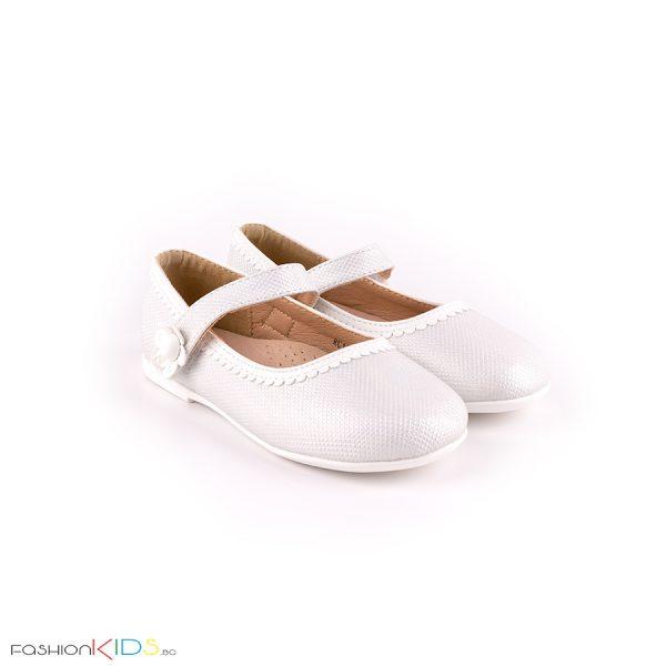 Детски елегантни обувки- балеринки за момиче в хамелеонесто бяло