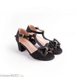 Детски официални отворени обувки за момиче в черно на ток с ефектна панделка с камъни и блестящ брокатен ефект, коригираща каишка и естествена стелка.
