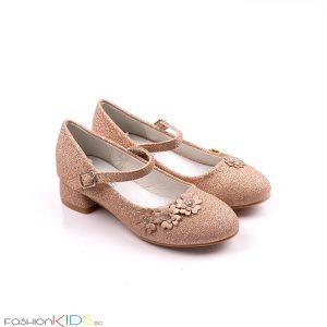 Детски официални обувки за момиче в златисто с блестящ брокатен ток, коригираща каишка със същият ефект и ефектни цветенца