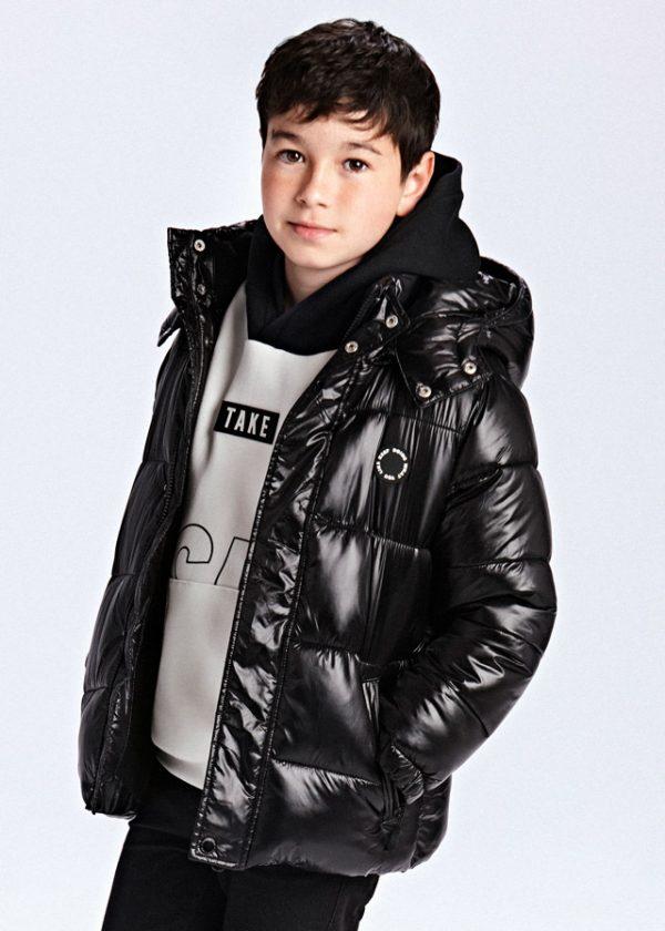 Юношеско зимно яке MAYORAL за момче в черно с лъскав ефект.